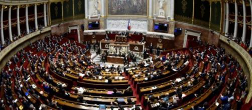 Premier round à l'Assemblée pour le projet de loi «asile et ... - liberation.fr