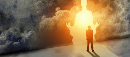 Vivos y muertos: ¿estamos en el mismo plano?