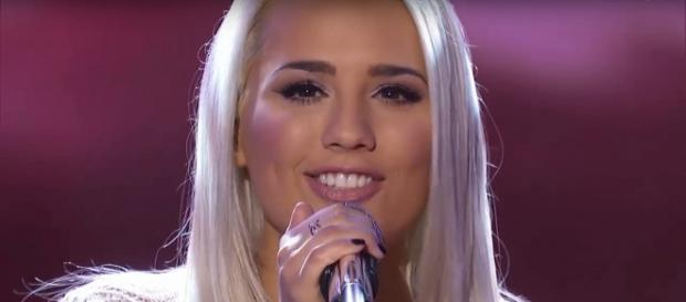 Gabby Barrett broke free to give a big 'American Idol' finish to the Top 14 solo performances on April 22. [image source: AmericanIdol/YouTube]