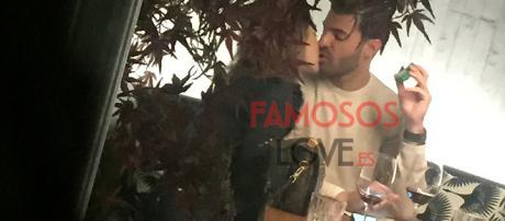 Paula Echevarría y Miguel Torres se besan