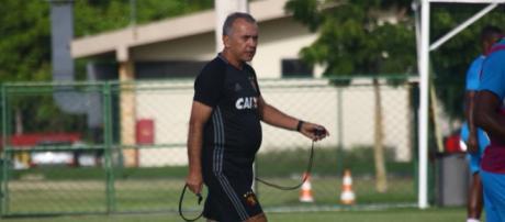 Treinador ficou apenas quatro meses no clube. (foto reprodução).