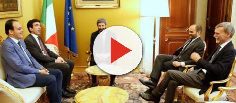 Uno scatto delle consultazioni tra Roberto Fico e la delegazione del PD