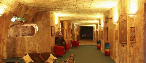Con 45 grados en el exterior los mineros comenzaron estuvieron obligados a construir sus casas bajo tierra