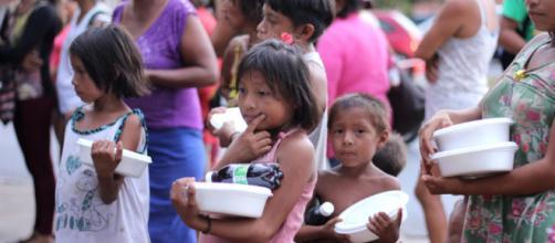 Venezuelanos são transferidos para abrigos com mais segurança em Boa Vista/RR. (foto reprodução).