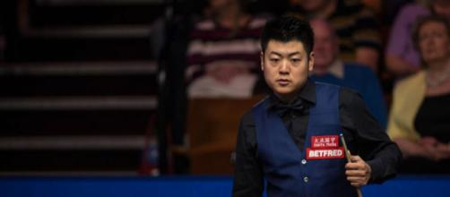 El jugador de 31 años lideró 6-3 de la noche a la mañana e hizo quiebres de 61, 78, 51 y 98 para superar a su compatriota chino