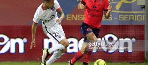 Paris Saint-Germain's Layin Kurzawa (L) vies withAjaccio's French ... - gettyimages.com