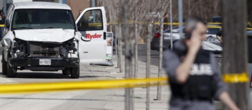 Toronto : Une camionnette fait 10 morts, le conducteur arrêté