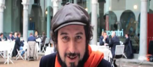 Vinicio Capossela   Seek The Post - youtube.com