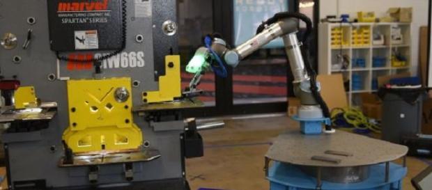 la máquina Taskmate de Ready Robotics.