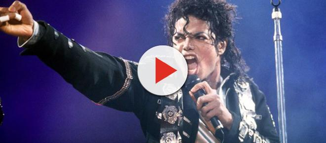 """Sapatos usados por Michael Jackson no primeiro """"moonwalk"""" serão leiloados"""