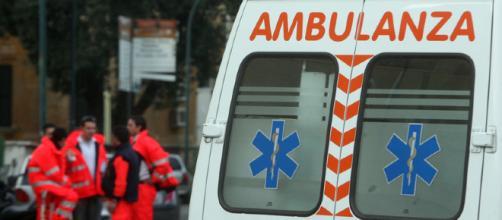 Ambulanza con il personale sanitario