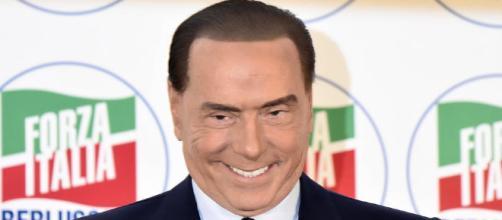 Berlusconi attacca il M5S: 'La gente si sente come gli ebrei davanti al primo Hitler'.