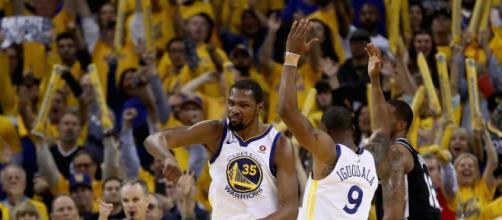 Depois de quatro triunfos e uma derrota Warriors avançam. (Foto: Ezra Shaw/Getty Images/AFP)