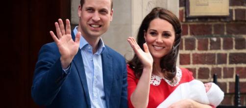 Kate Middleton deixa o hospital 11 horas após o parto.