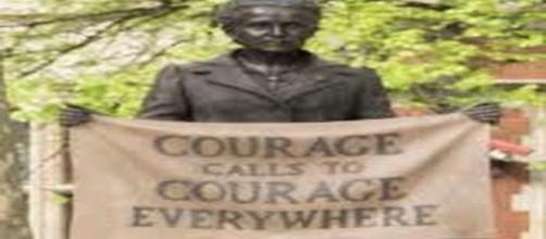 Statue of Millicent Fawcett by Gillian Wearing in Parliament Square. - [Garry Knight / Wikimedia Commons]