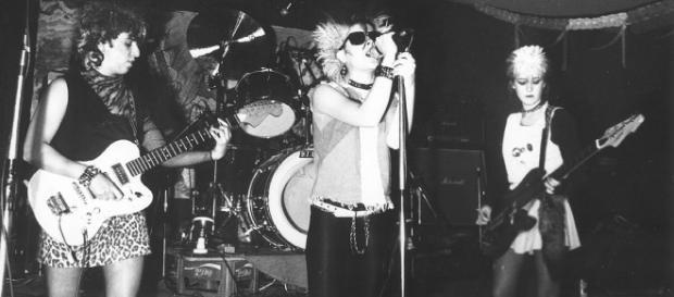 Las Vulpes en una de sus actuaciones musicales y una de sus desgarradoras canciones.