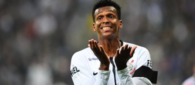 Desde o início do ano no futebol japonês, o centroavante Jô ainda tem valores a receber do Corinthians