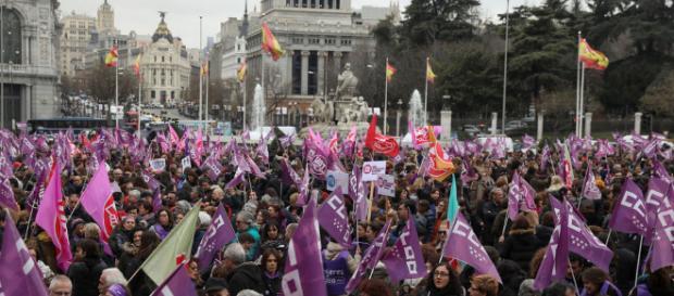 Las mujeres desbordan las calles de toda España con una protesta ... - elespanol.com