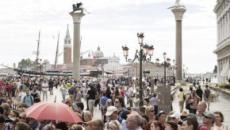 Venezia: arrivano i tornelli per gestire i turisti, si moltiplicano le polemiche