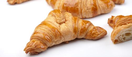 A croissant breakfast is a delicious alternative to biscuits. [Image source: Max Pixel]