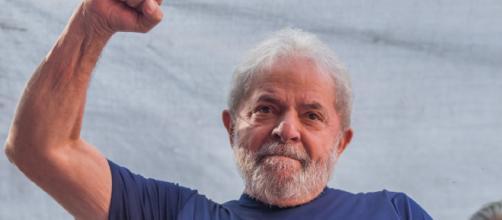 Defesa de Lula quer usar decisão do STF para tentar anular condenação do ex-presidente.