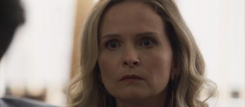 Fabiana vê Renato ser assassinado e é presa por sequestro de Tomaz em O Outro Lado do Paraíso (Foto: TV Globo)