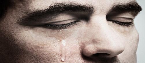 Homens choram em várias situações