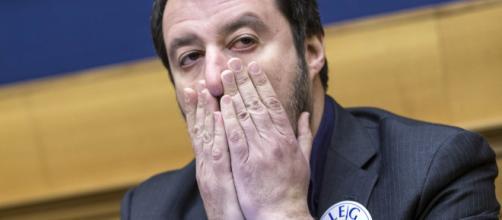Salvini impiccato a testa in giù