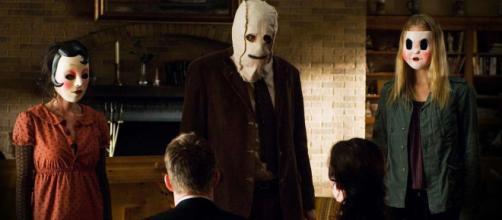 The Strangers vuelve más brutal y terrorífico.
