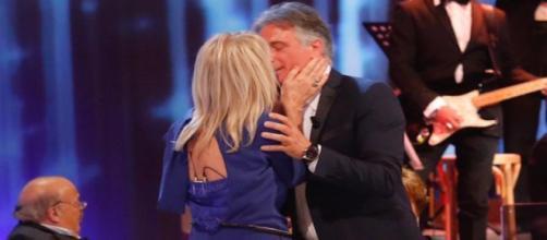 Uomini e Donne, Giorgio e Gemma si baciano al Costanzo Show