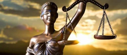 A balança: justiça deve ser igual a todos