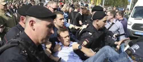 Protesto contra posse de Vladmir Putin termina com a prisão do principal político de oposição russa e outras 1500 pessoas