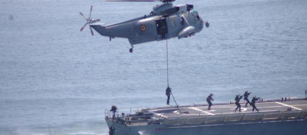 ¡ASALTO! Los miembros de la FUGNE abordan el buque secuestrado e inician el rescate