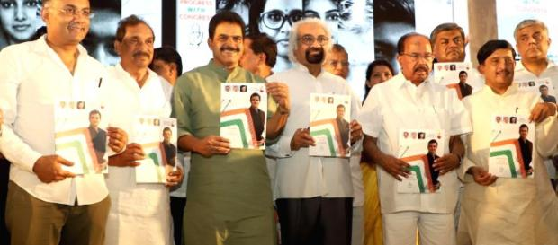 Congress leaders Sam Pitroda, Veerappa Moily, K. C. Venugopal, K. J. George and other leaders unveiling manifesto (Image via - Prokeraa/youtube)