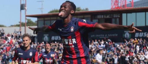 Crotone-Juve: Simy segna in rovesciata, lo stadio canta 'Come ... - ilbianconero.com