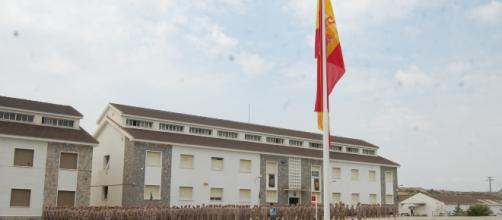 Efectivos del RIPAC 5 de la Brigada Paracaidista forman en el patio de armas para la despedida