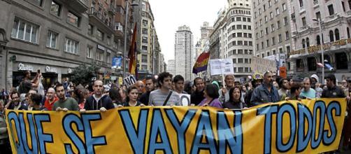 La sociedad española entre la espada y la pared
