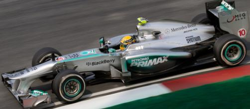 Lewis Hamilton leads Mercedes to victory [Image by Mario (CC) via wikipedia]