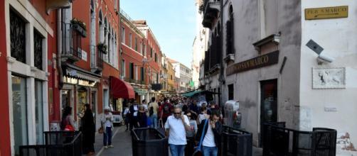 Venezia, installati i tornelli per gestire i turisti in ingresso