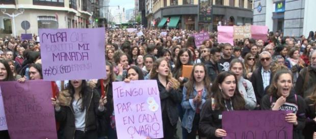 Miles de mujeres se concentraron en las calles de España