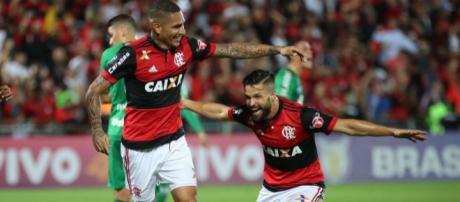 Guerrero e Diego, lado a lado em uma partida
