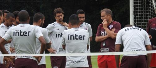 Aguirre teve conversa com jogadores que devem ser titulares