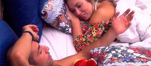 Jéssica explica a Kaysar que tem outra pessoa. Foto: Divulgação/Rede Globo.