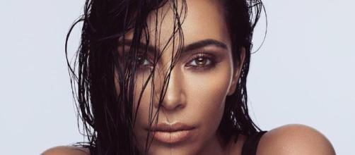 Kim Kardashian compradora del reloj Cartier dorado