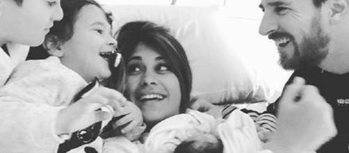 La primera foto de familia de Leo Messi y Antonella Roccuzzo