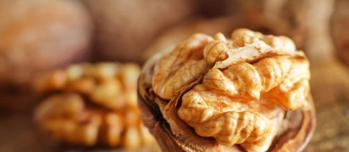 Las nueces puede reducir el riesgo de cáncer de colon en una persona.