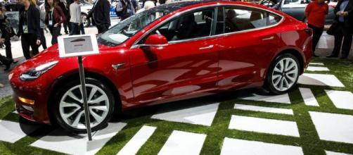 Sedán eléctrico Modelo 3 Tesla no alcanzó un objetivo.