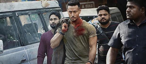 Baaghi 2 - Tiger Shroff goes the Rambo way (Image Credit: Zoom Tv/Youtube screencap)