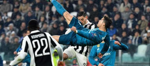 Cristiano Ronaldo e la sua prodezza per battere Buffon.