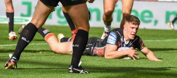Jake Trueman looks at home at fullback. Image Source - mirror.co.uk